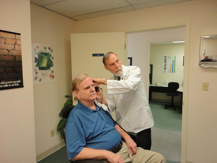 Badanie słuchu u seniora