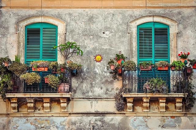 Jak uprawiać warzywa i zioła na balkonie?