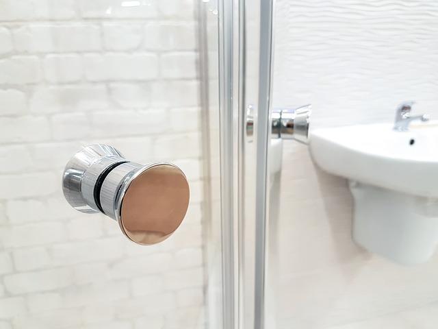 Kabina prysznicowa i umywalka
