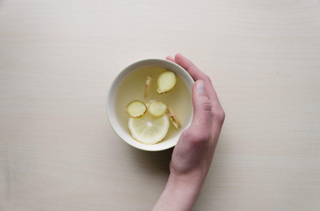 Herbata z imbirem i cytryną